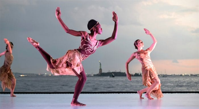 Dance production and performance for tourists in NYC using traditional dance.